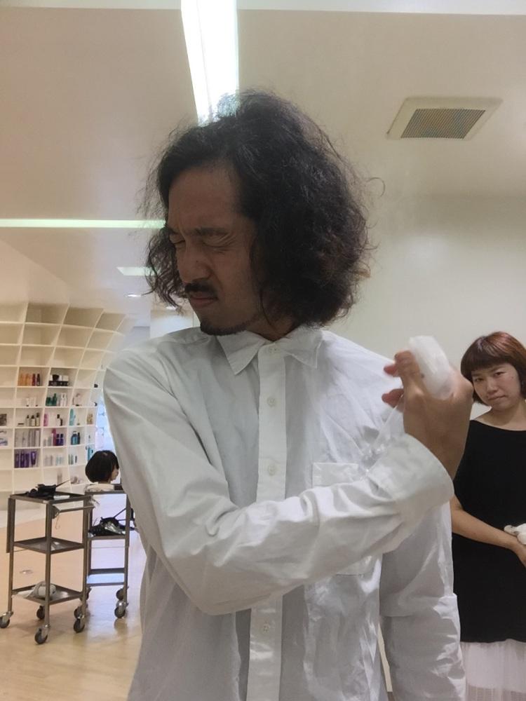 パーマまたはクセ毛を活かすスタイリング方 (3/6)